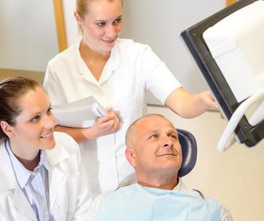 Oral surgeon in Toronto
